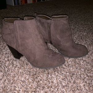 Gap charcoal grey faux suede booties size 9